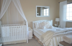 Как совместить спальню с детской в одной комнате